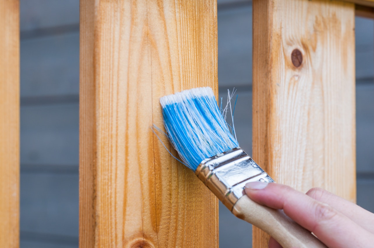 Hvilken træbeskyttelse er bedst? 4 råd ved køb af træbeskyttelse